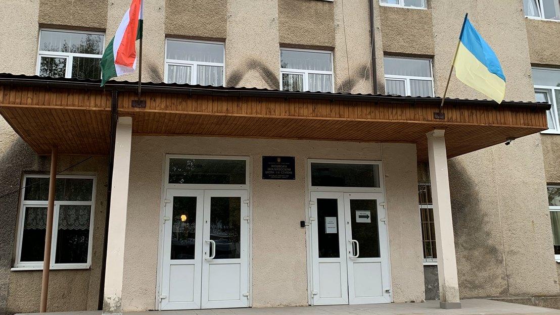 Угорська школа в селі Яноші Берегівського району. Фото Дмитра Тужанського1