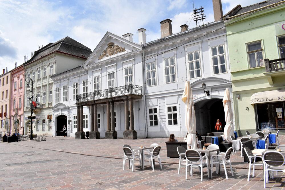 Які історичні будівлі купила Угорщина у Словаччині?